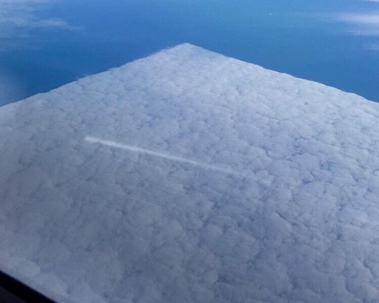Огромный полупрозрачный объект над США озадачил американцев (3 фото + видео)