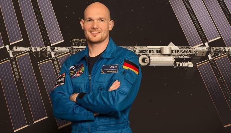 Немецкий космонавт заткнул пальцем пробоину на МКС