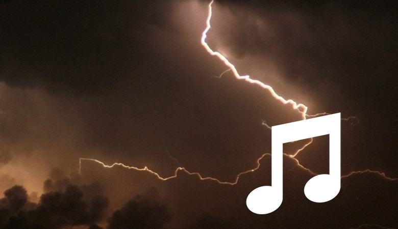 Удивительная молния в виде музыкальной ноты попала на видео