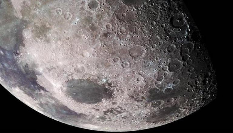 Что находится под поверхностью Луны, выяснили ученые