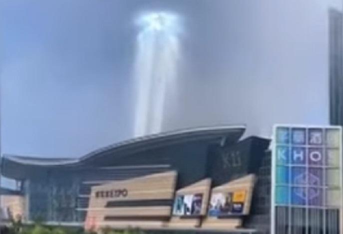 Таинственный «портал» возник над китайским городом