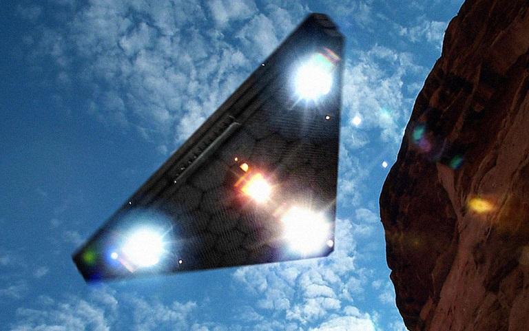 Огромный треугольный НЛО запечатлели во время грозы в Бразилии