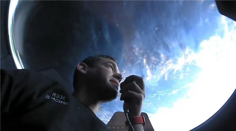 Что известно об условиях проживания экипажа на борту SpaceX Dragon