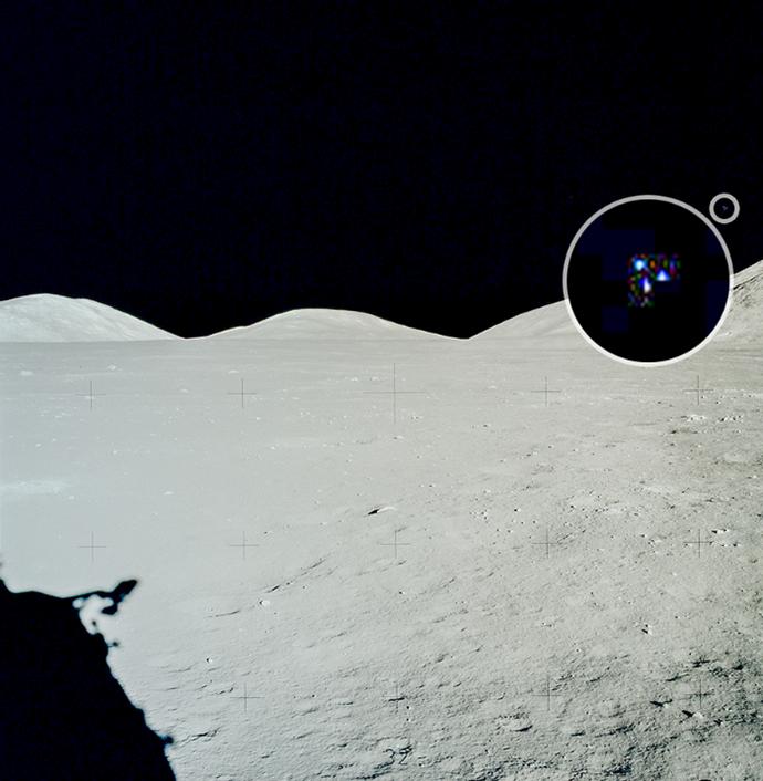 В NASA показали очередной снимок НЛО на Луне