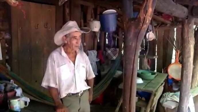 Сальвадорец восемнадцать лет копает загадочную яму