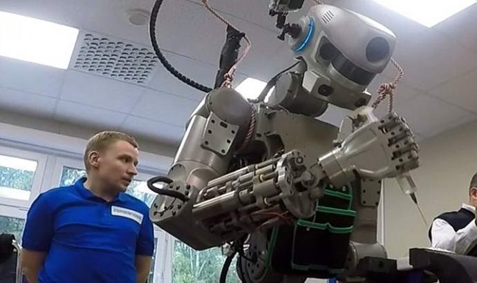 Российские ученые представили человекоподобный космический робот