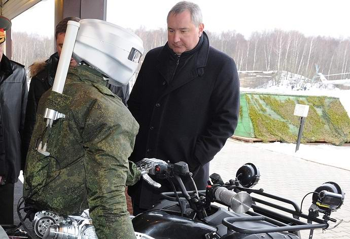 Российские ученые представили человекоподобный космический робот (2 фото + видео)