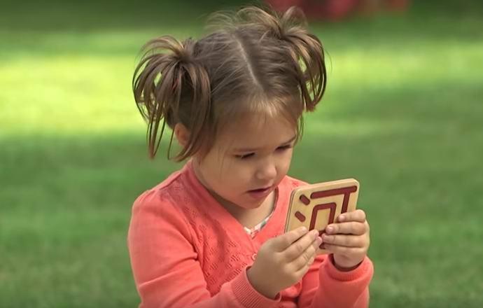 Четырехлетняя россиянка говорит на множестве языков (2 фото + видео)