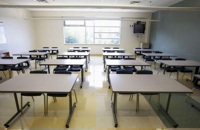 Кусок радиоактивного урана много лет лежал в кабинете австрийской школы (2 фото)