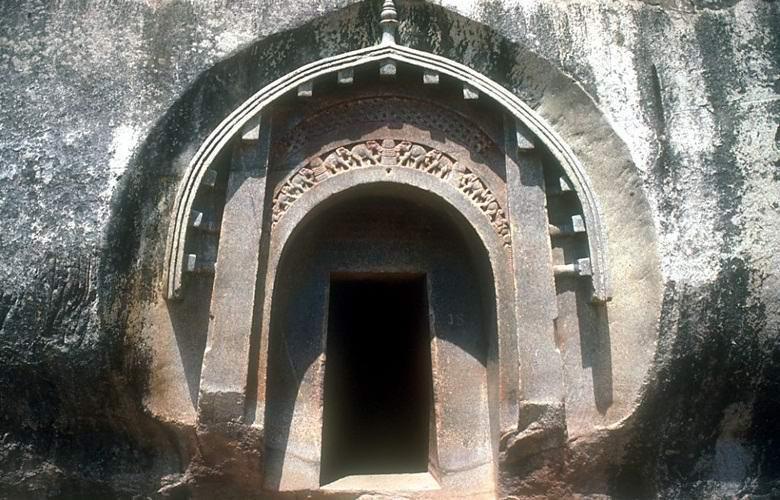Древние бомбоубежища найдены в Индии