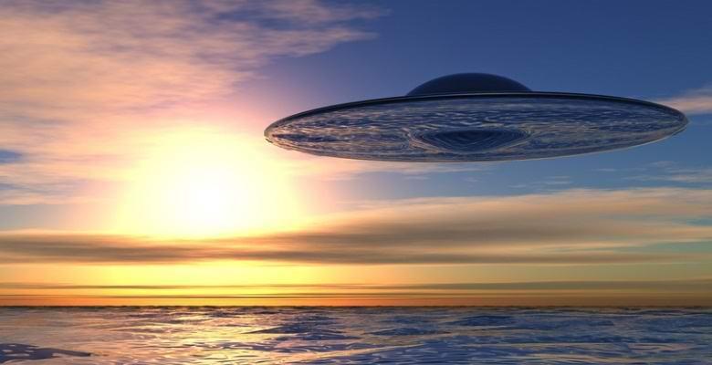 НЛО, высасывающий из отдыхающих на озере жизненные силы, попал на фото