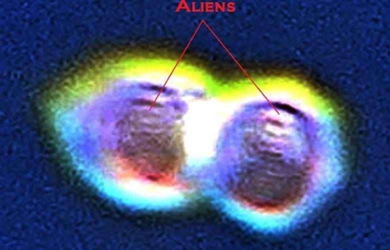 Британец утверждает, что сфотографировал двух инопланетян (5 фото)