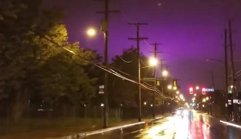 Небо над Огайо приобрело ядовитый фиолетовый цвет