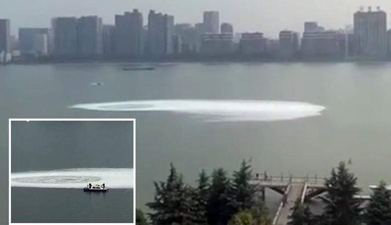 На китайской реке возник загадочный водоворот