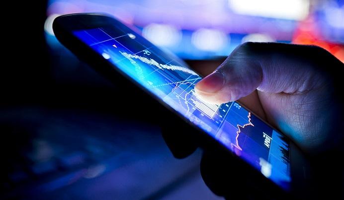 Синий свет, излучаемый монитором или смартфоном, ускоряет процесс старения