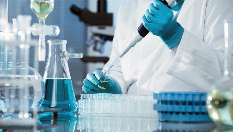 """Молодая лаборантка из США по случайности заразила себя опасным вирусом"""" />"""