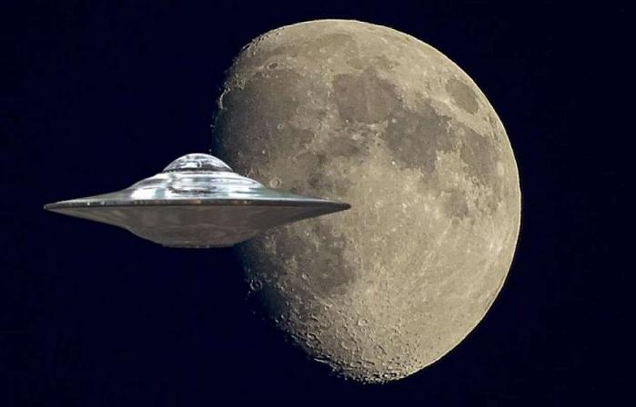 Огромный НЛО, скользящий над поверхностью Луны, запечатлели на видео