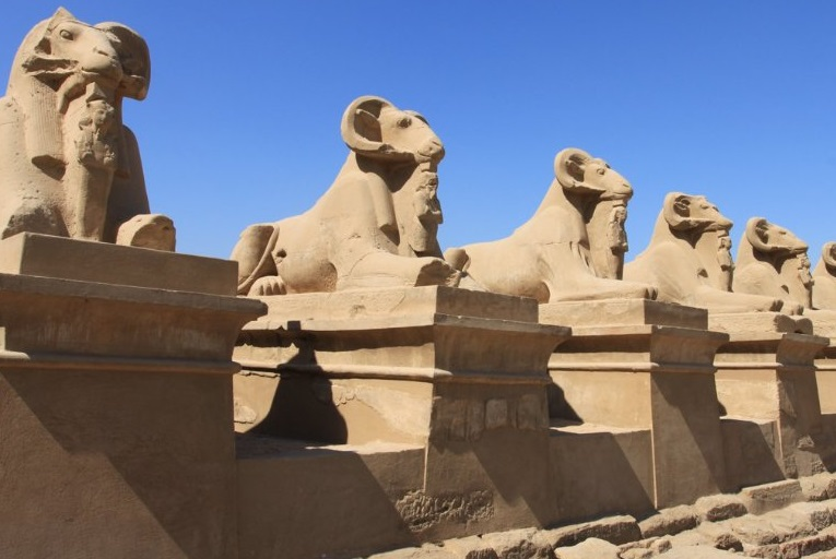 Сфинксов с бараньей головой обнаружили археологи в Луксоре
