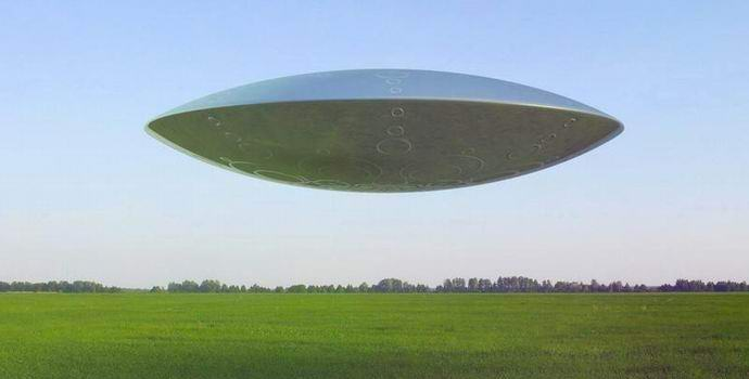 Над Индией наблюдали громадную летающую тарелку