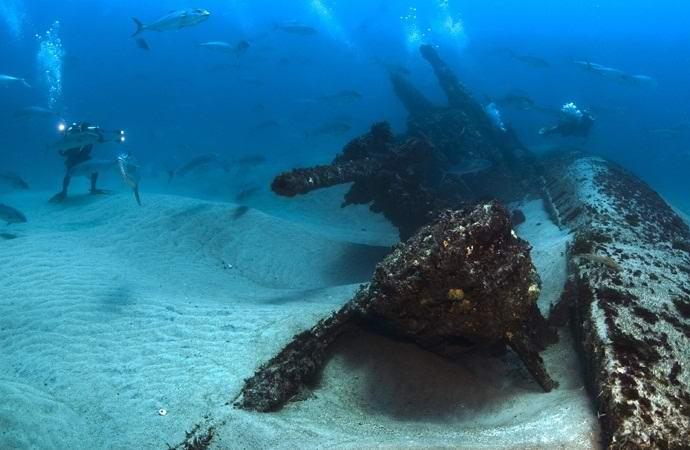 Со дна моря мистически исчезли затонувшие корабли (2 фото)