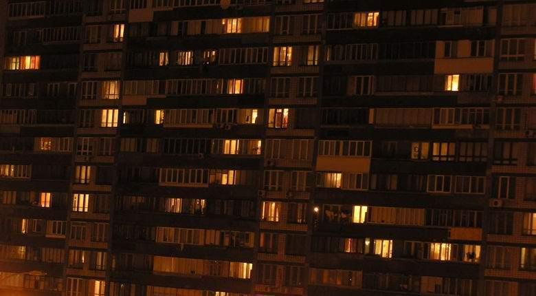 Россиянин несколько недель наблюдал за жуткой тварью в окне соседнего дома