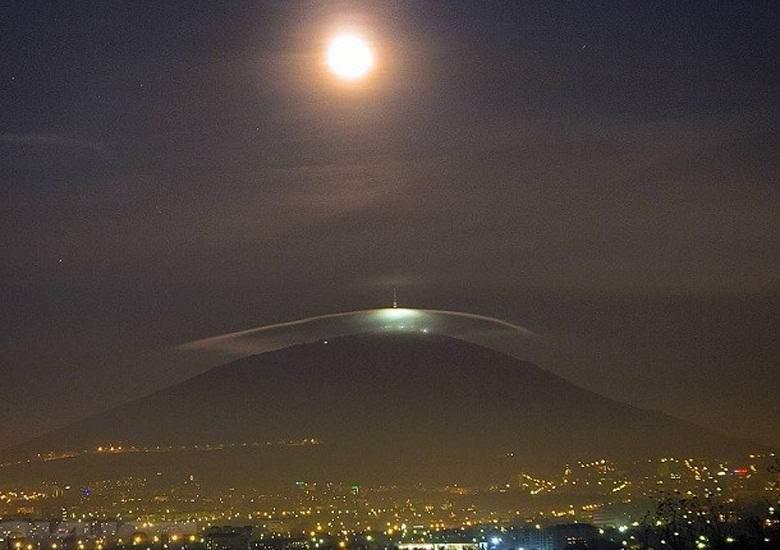 Загадочное облако сфотографировали на Северном Кавказе