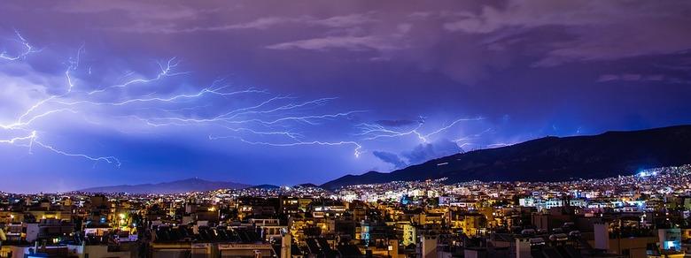 Небесный гул и световые штормы по всему миру: назревает неуправляемая ядерная реакция, способная взорвать Землю