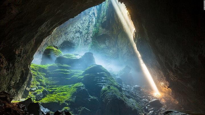 Ученые спустились в пещеру, из которой были слышны странные звуки, и не поверили своим глазам