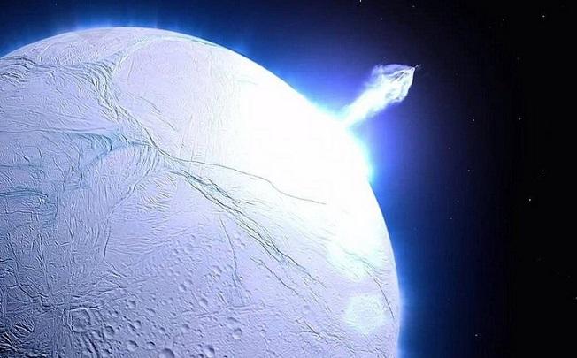 Ученые выяснили, как на спутнике Сатурна Энцелада появились огромные полосы