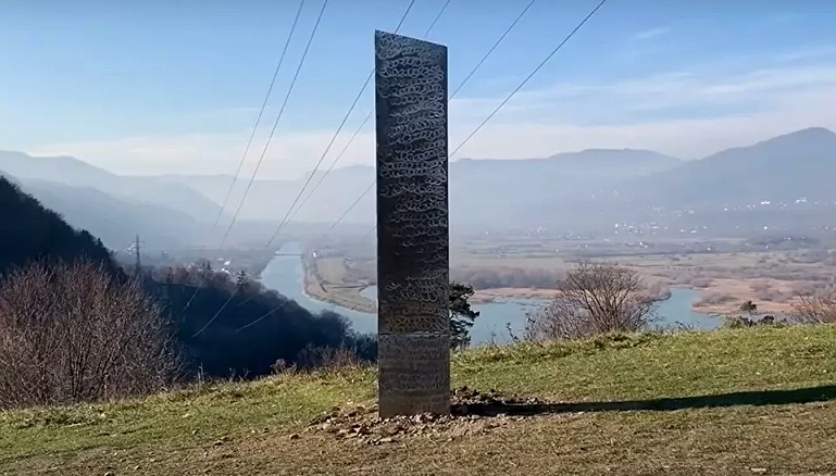 «Инопланетный челлендж» продолжается: очередной загадочный монолит обнаружен в Румынии