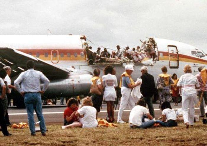 Рейс AQ-243: шансов выжить – один на миллион