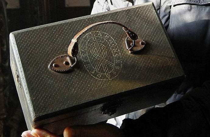 В России найден оккультный нацистский ящик с останками пришельца