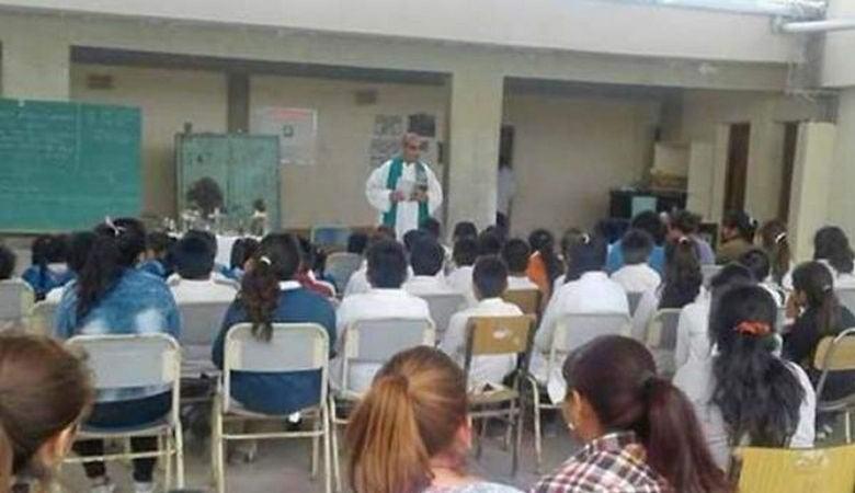 Сразу 11 аргентинским школьникам потребовался экзорцист