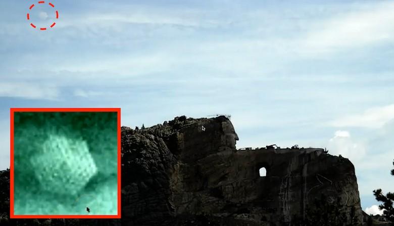 НЛО в виде шестиугольника наблюдал за ходом строительства Мемориала Неистового Коня