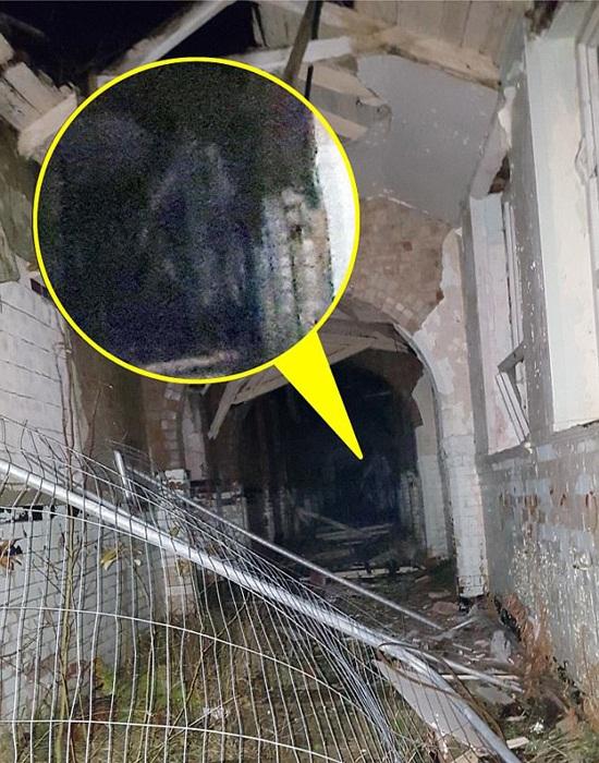 Студентка сфотографировала призрачного сторожа в заброшенной психбольнице