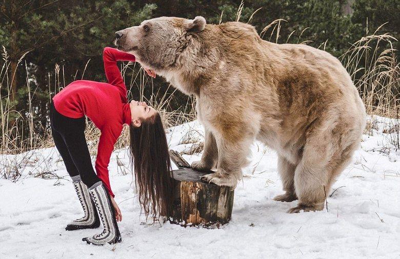 Акробатка Стефани Миллингер и медведь