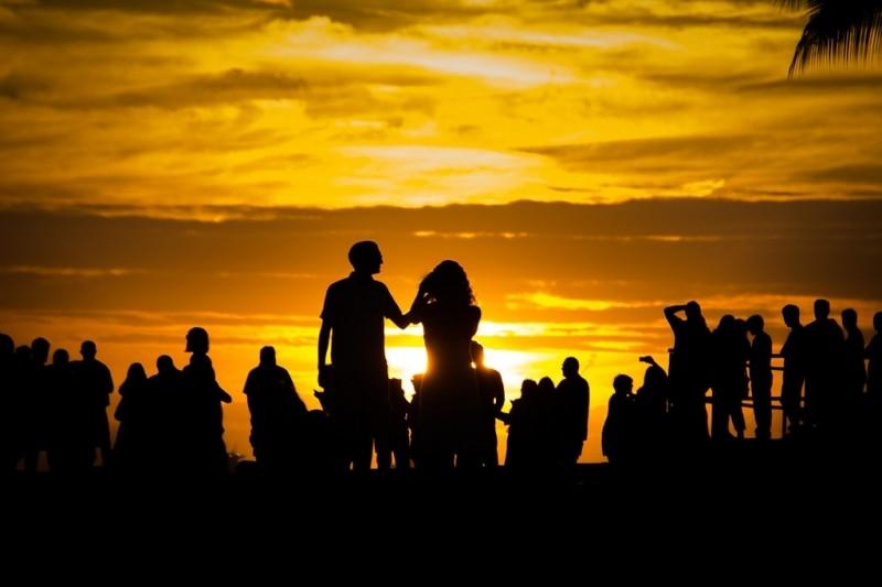 Это не Солнце: яркое свечение в небе удивило очевидцев