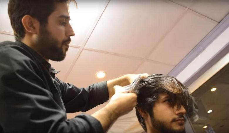 Уникальный парикмахер Пакистана, которого величают «Человек руки-ножницы»