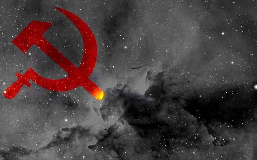 «Серп и молот» сфотографировали в российском небе