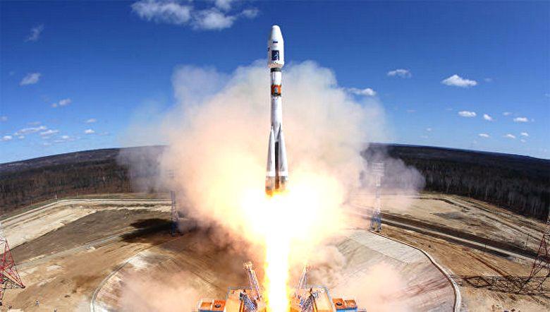 В преддверии Нового года с космодрома «Восточный» запустят сразу три десятка спутников