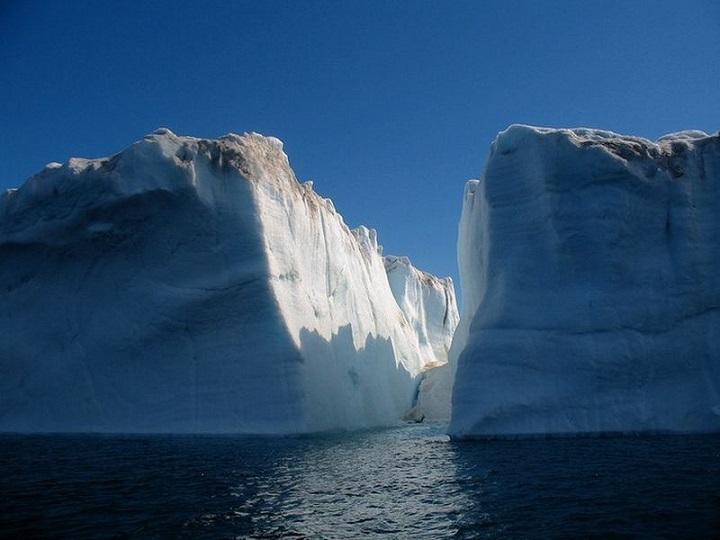 Ученые обеспокоены появлением в Гренландии огромных водопадов