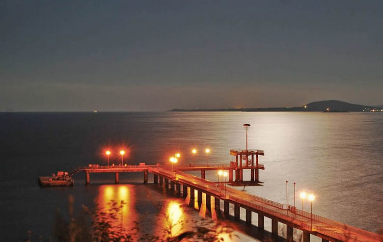 Пульсирующий объект в ночном небе над Черным морем