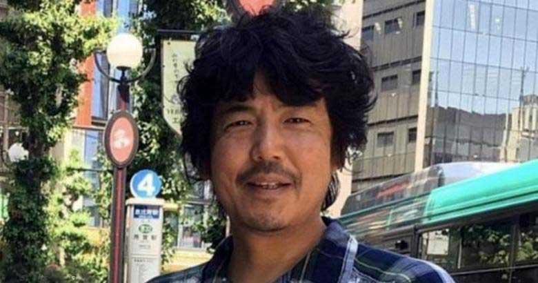 """Япония – страна уникальных традиций и нововведений"""" /></p> <p>» width=»800″>Фото из открытых источников</p> <p>Про Японию и ее странные обычаи можно говорить очень много, и мы уже не раз обращались к этой теме. Но… жизнь идет, а Страна восходящего солнца, что касается образа жизни и быта японцев, «обрастает» новыми удивительными подробностями.<br /> Скажем, такая новость: в Японии сегодня можно арендовать пожилого мужчину на несколько часов в расчете, что каждый час такое аренды стоит приблизительно 9 американских долларов (1000 японских йен). Такой «дядя», как в Стране восходящего солнца называют мужчину средних лет с залысинами, заметным пивным животом и, главное, не столь ухоженного (от иголочки), как молодые парни, может приготовить ужин, убрать квартиру или что-то сделать иное по дому. Но как показала практика, главное, в чем нуждаются арендаторы «дяди» (в основном женщины), пожилому незнакомцу легко высказать все, что у тебя наболело на душе (поплакаться в жилетку).</p> <p><img class="""